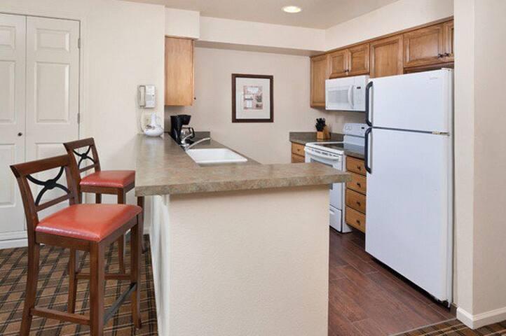 Clear Lake Sleeps 4-5 - Nice - Condominium