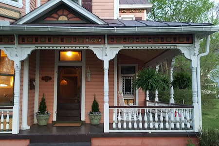 Experience small-town life in the Blue Ridge Mtns - Buena Vista - Haus