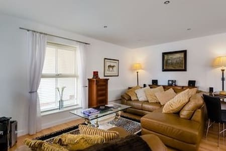 5* Luxury within City Walls. Parking and Terrace - York - Daire
