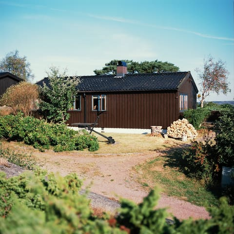 Seaside creative retreat: 70s cabin, 6 ppl - Marstrand - Ev