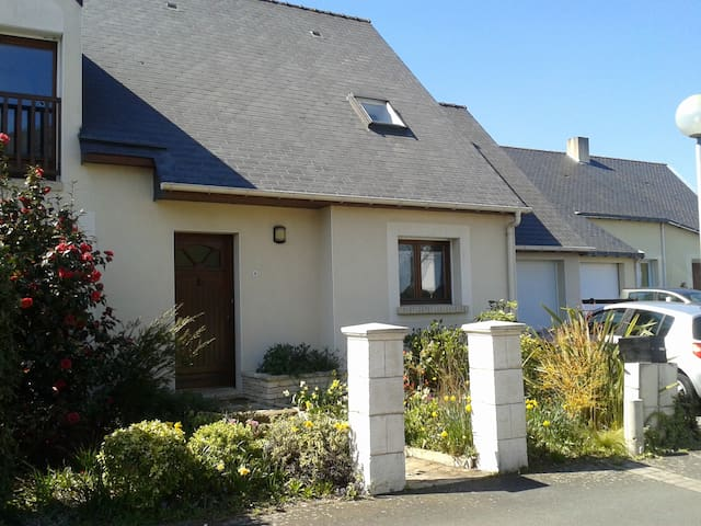 Agréable maison calme proche Nantes - Couëron - House
