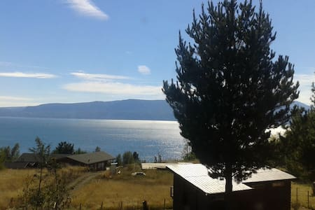 Cosy small cabin facing the lake - Pucón