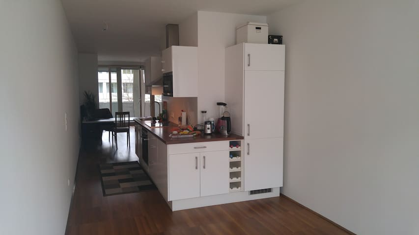 Spacious City-Center Apartment in Perfect Location - Wien - Flat