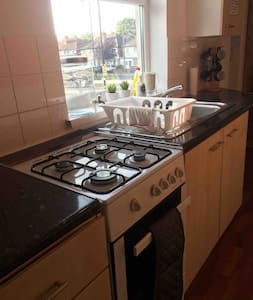 Clean and Cosy One Bed flat, near City