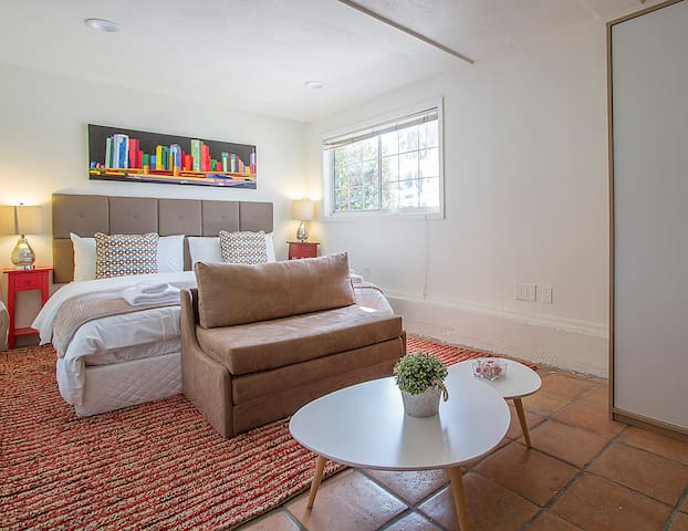 COZY, CLEAN STUDIO IN WESTWOOD CLOSE TO UCLA