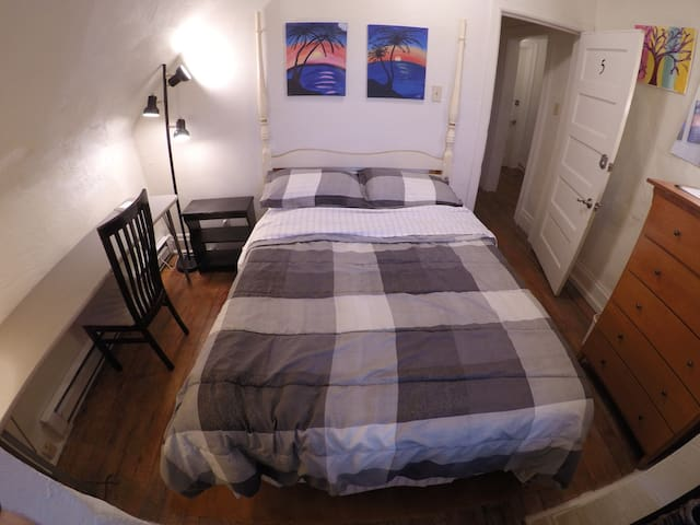 Private Bedroom with Full Bed in Highland Park #5