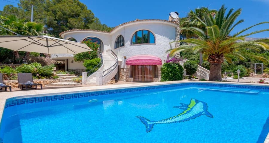 DELFINA, Beautiful villa in Altea with private pool and large plot