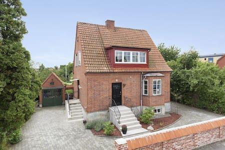 Beautiful 1930's house with garden - Malmö - Huis