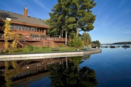 Romantic lakeside country inn-forest # A-jet tub. - Buckhorn