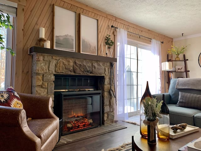 Cozy Modern Townhome next to Jack Frost Ski Resort