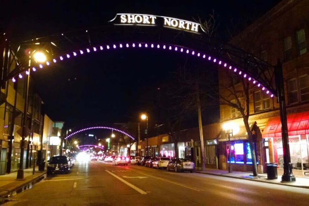 Arts district, shops, galleries, food and more within walking distance!