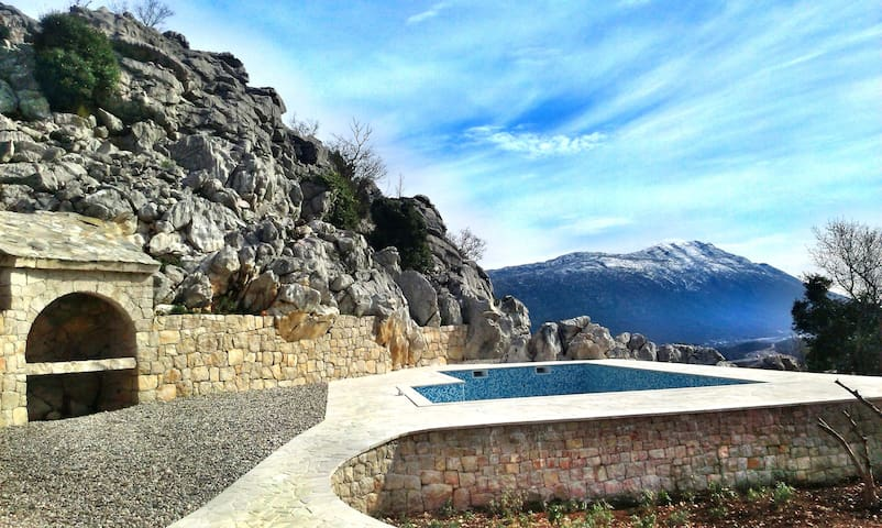 Villa with pool near Makarska - Kljenak