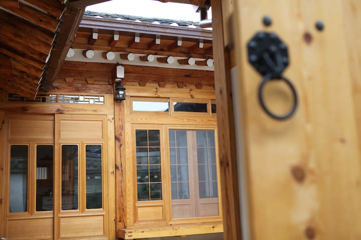 HANOK VILLAGE,OWN BED & LIVING ROOM - Jongno-gu - Dom