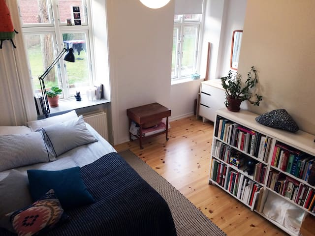 Bright and cozy room at Nørrebro - Kopenhagen - Appartement