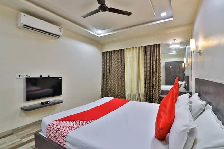 Deluxe AC Rooms at Maneja crossing vadodara