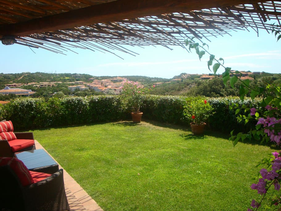 Veranda su giardino.