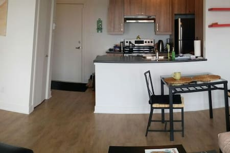 Short-Term stay next to Metro! Comfy and bright. - Longueuil