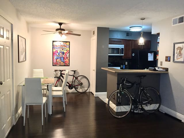 Comfy 2BR-2BA condo in Lakewood/Dallas