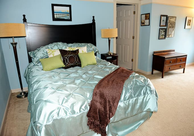 Tiffany's Suite Grand Willow Inn - Mount Vernon - Bed & Breakfast