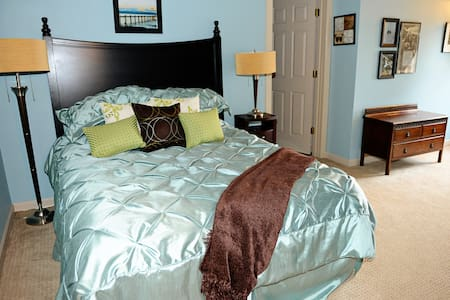 Tiffany's Suite Grand Willow Inn - Bed & Breakfast