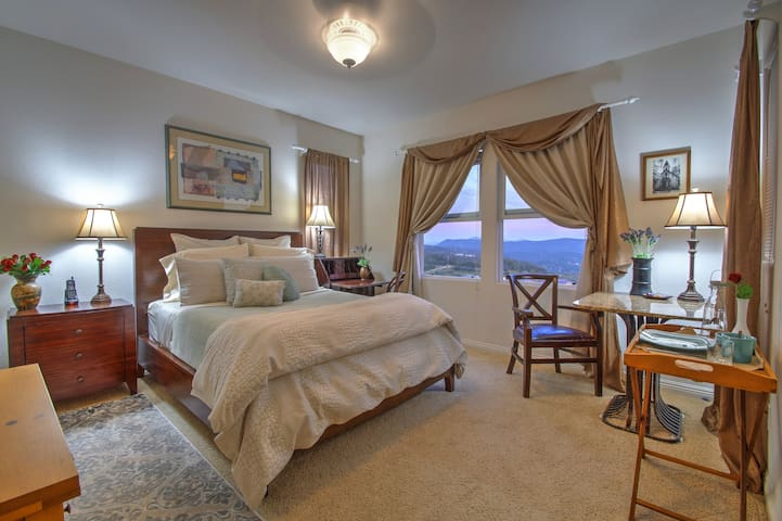 Private Suite in San Elijo Hills