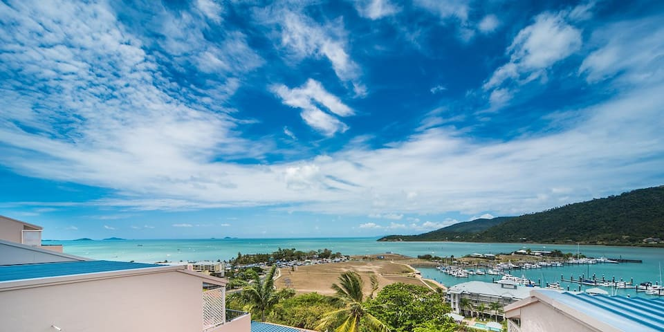 3 person Studio aprt- amazing views close to town - Airlie Beach - Byt