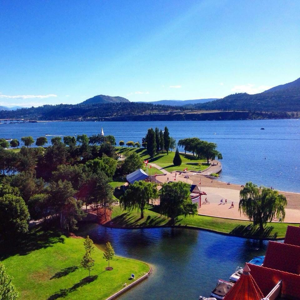 Overlooking the lagoon of the Grand Hotel, guests are encouraged to take advantage of the beautiful Lake, mountain and park views from our suite. Breakfast on the patio is strongly encouraged!