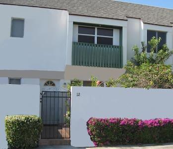 Beautiful Townhouse Condominium - Freeport - อพาร์ทเมนท์