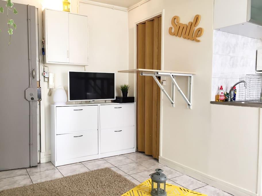 centre de paris petit small studio apartments for rent in paris le de france france. Black Bedroom Furniture Sets. Home Design Ideas