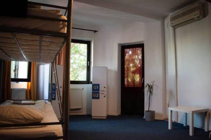 Popcorn Hostel Bucharest -one bed in Dorm G -mixed