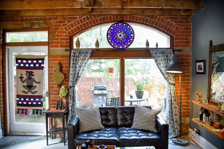 Cozy Carriage House!