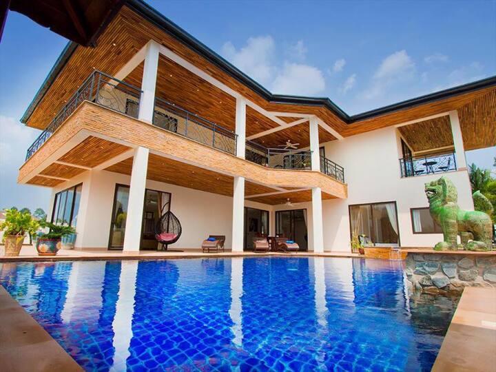 Pattaya 5 Bedroom Pool Villa and Jacuzzi