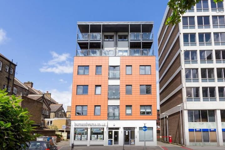 Two bedroom flats @ London Sutton Station Zone 5
