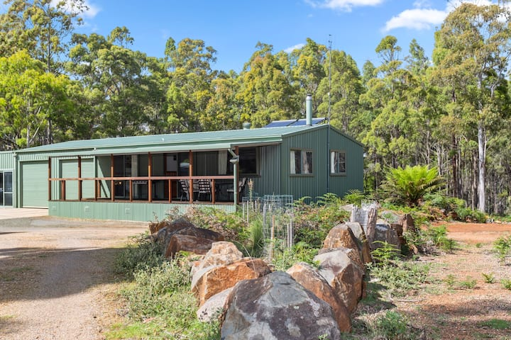 Wylah Cottage,  Deloraine, Secluded Bush Retreat