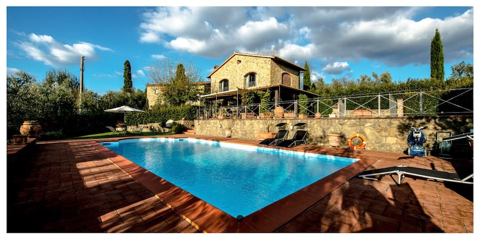 Borgo Clara, charming villa in the soul of Tuscany
