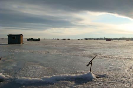Chalet au bord du Lac Champlain - Venise-en-Québec - Haus