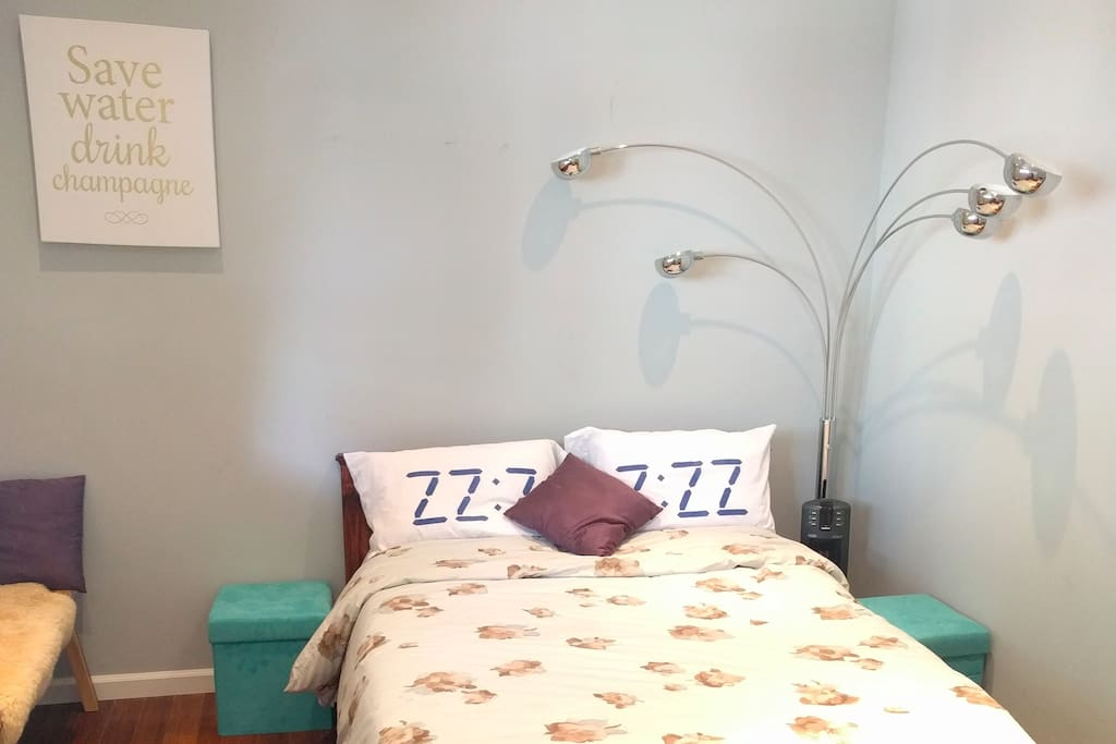 New Casper full size bed with soft jersey cotton sheets and extra pillows
