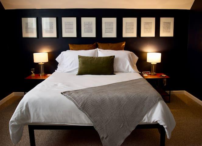Chic 2 Bedroom Retreat in the Heart of Oakley