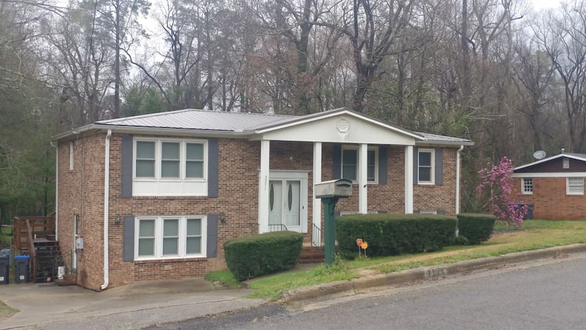 Immaculate 2 story home minutes from the Masters