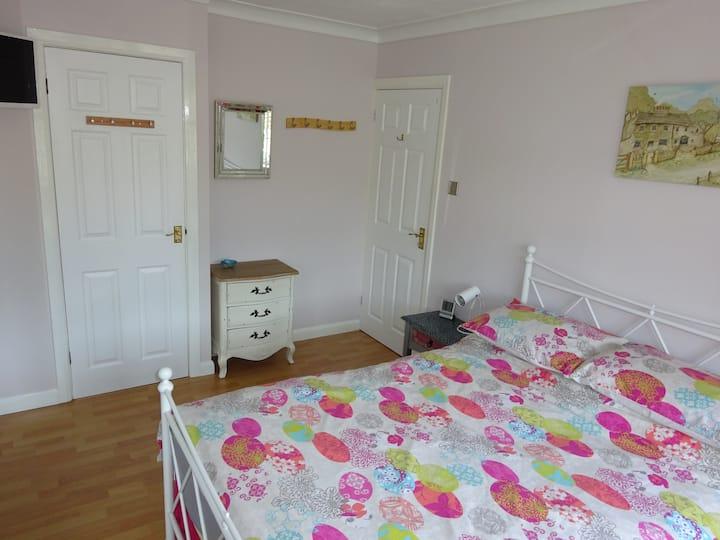Double bedroom with en suite, Camberley, Surrey