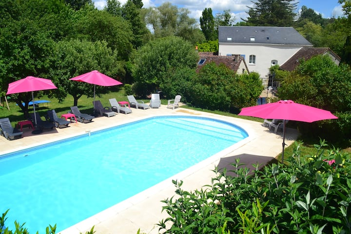 Loire Cottage for 4 with huge pool near Loches