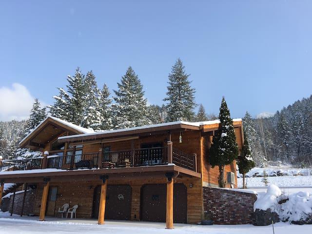 Hemler Creek Cedar house - X-country Ski/snowshoe!