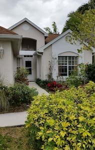 Waterside home in Fort Myers FL - Fort Myers