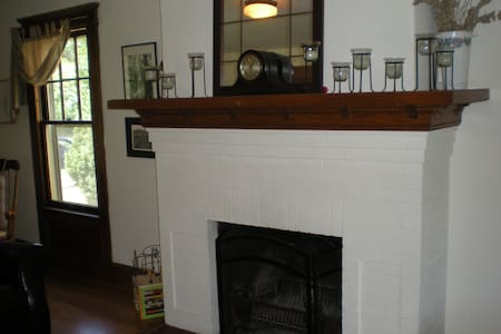 Charming 3BR Colonial near Yale