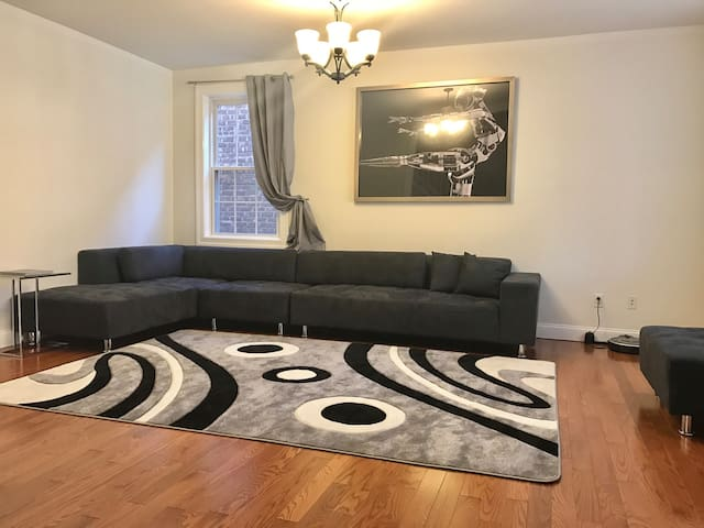 Sunny room,  Queen size bed 2 minutes from subway - Brooklyn - Haus