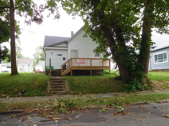 The Crown of Muncie, close to BSU and DT, 3BR,2BA