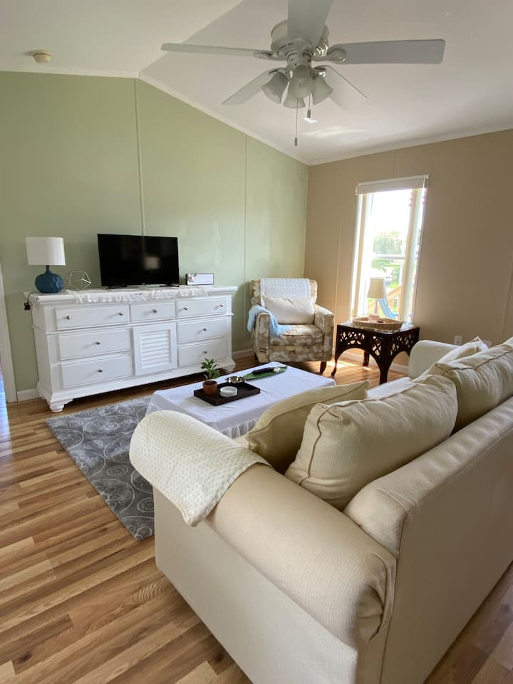 Location, location, walk to river, dining, &shops!