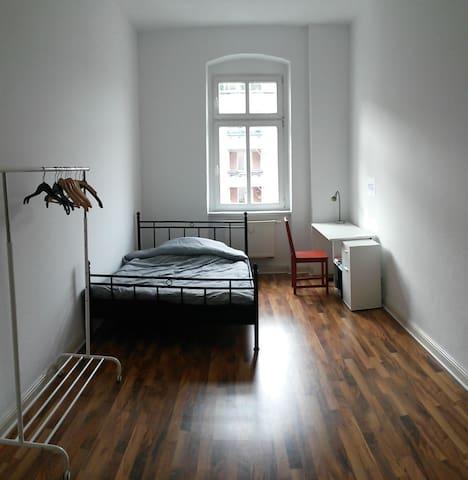 Nice room in a warm apartment in Prenzlauer Berg - Berlin - Leilighet