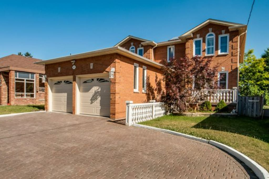 Luxury House In Richmond Hill