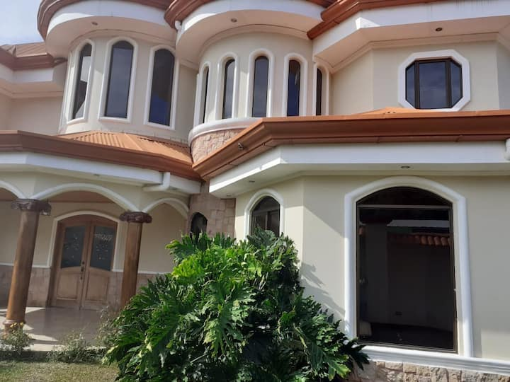 Habitación privada en casa de lujo.